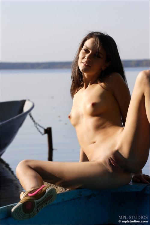 chloe_lakeside_009